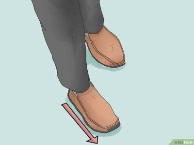 Споткнуться на левую или правую ногу: примета