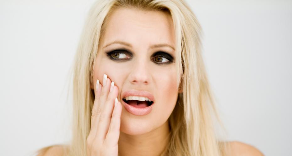 Прикусить язык или губу — примета о вранье или обмане