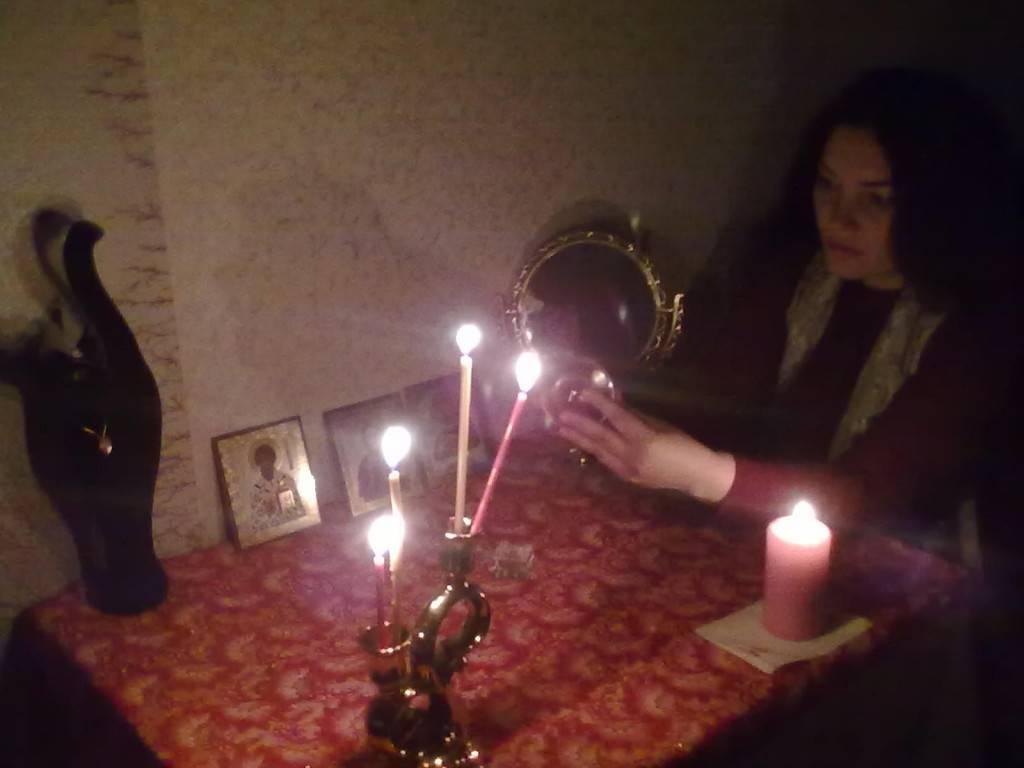 Заговор на звонок- простой  и быстрый ритуал, который под силу выполнить даже новичку.