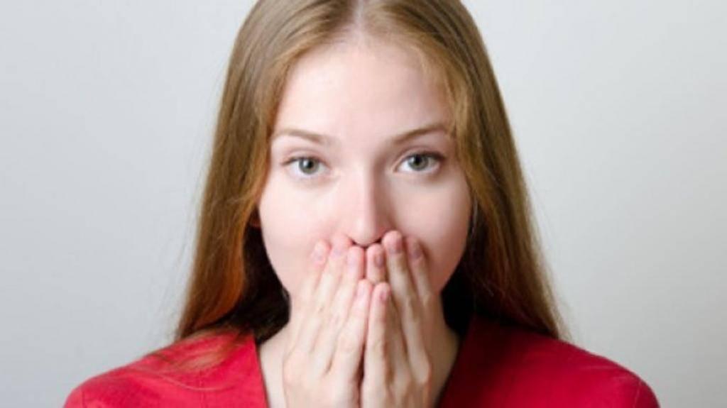 Прыщ над верхней или нижней губой: точное значение приметы