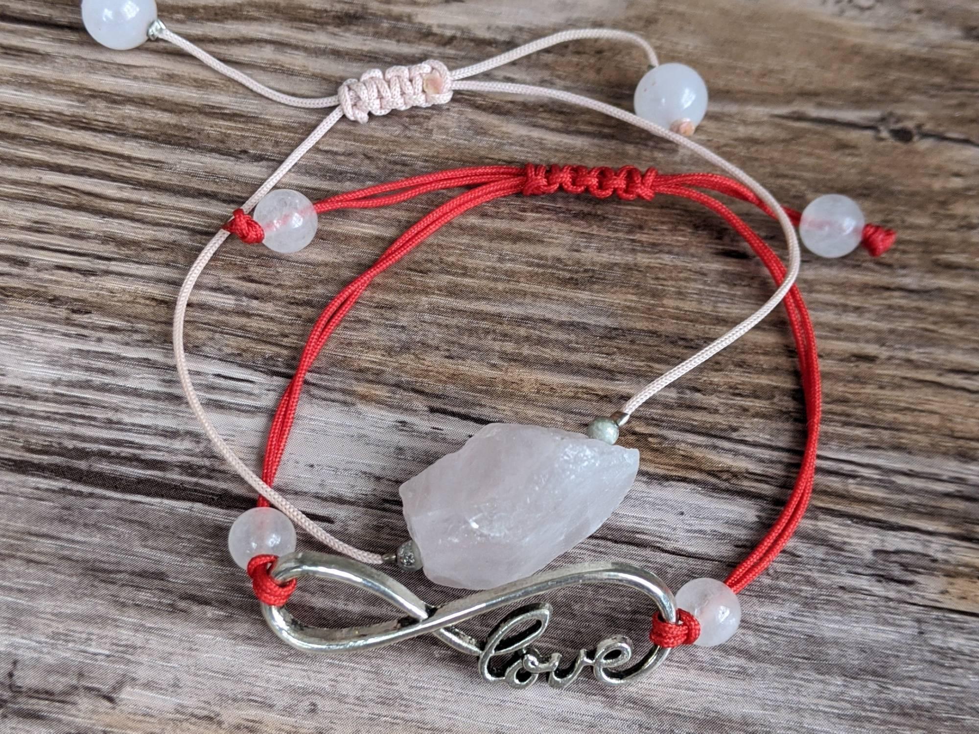 Заговор на красную нить: какие слова говорить при завязывании узелков оберега на запястье
