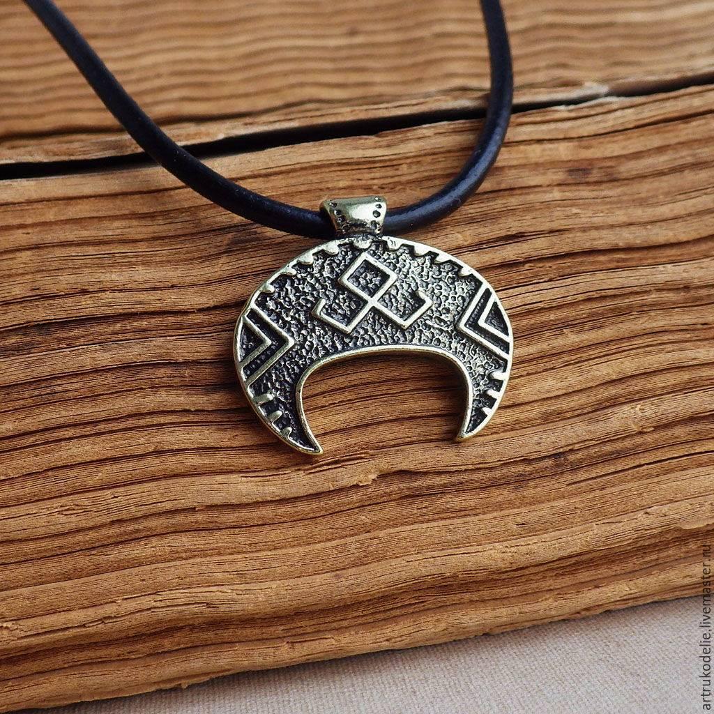 Лунница оберег: значение для женщин, какие виды есть у славянского символа, какое украшение выбрать и потом правильно ативировать его