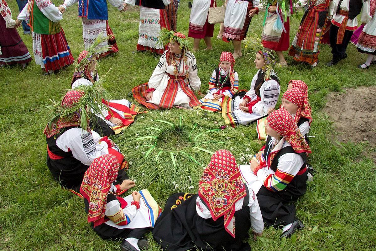 Традиции на троицу и духов день, заговоры и обряды на руси и в украине. сценарий обряда кумления в троицу
