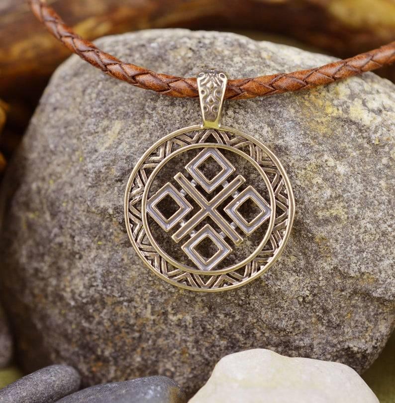 Оберег макошь: значение символа, от чего оберегает, как изготовить талисман, обряды богине макоше, чтобы исправить судьбу.