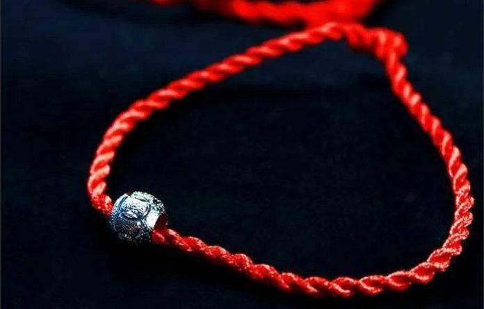 Как правильно завязать и на какой руке носить красную нитку от сглаза