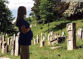 Разрешается или нет беременной девушке присутствовать на похоронах