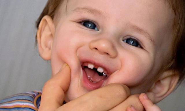 Заговор на первый молочный зуб. первый зубик: приметы и обычаи, что делать с первым выпавшим молочным зубом