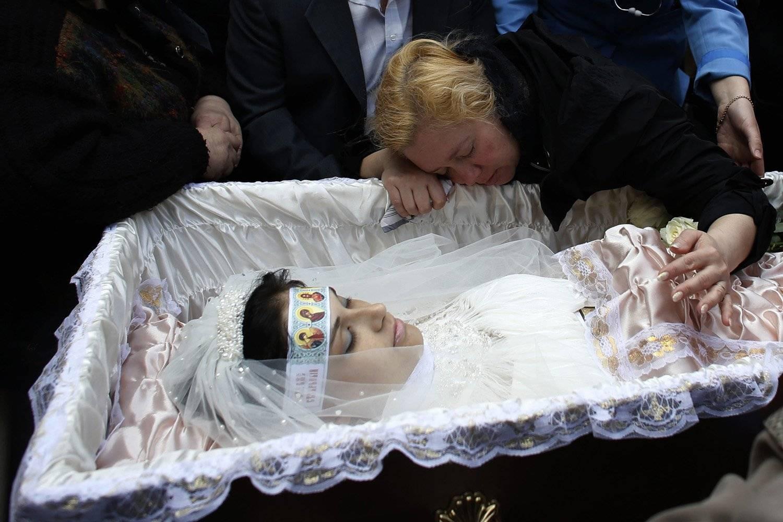 Что делать, если привязали дух покойника. заговоры сибирской целительницы. выпуск 08