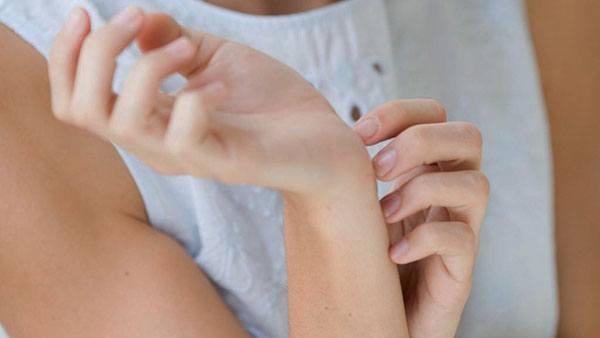 К чему чешется у женщин безымянный палец на правой руке: примета - нейтрализацияплохихпредсказаний