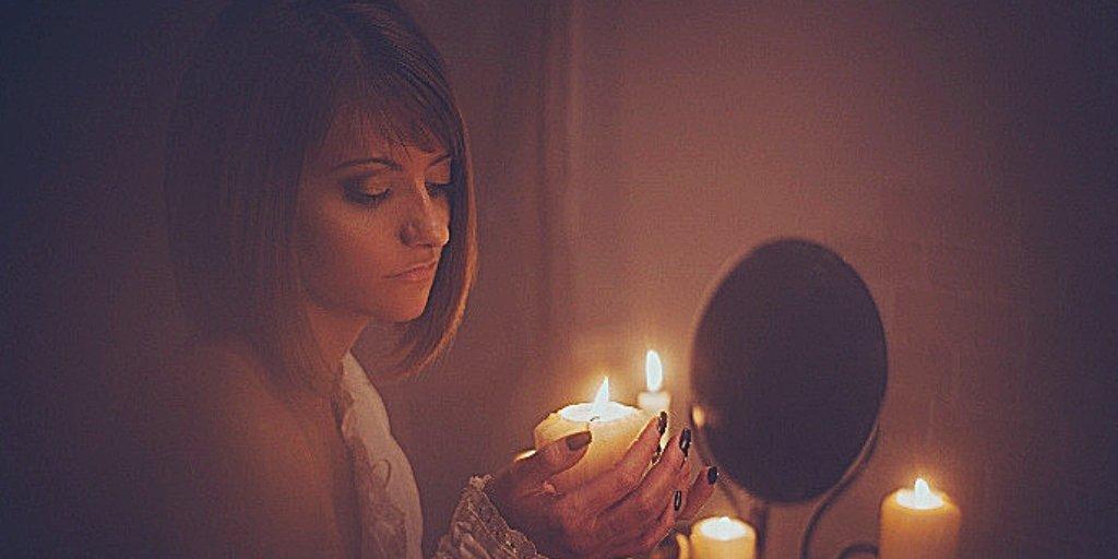Гадания на святки в 2019 году: с зеркалами на суженого, на будущее. святочные гадания  :: инфониак