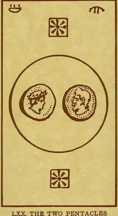 Значение прямой и перевёрнутой карты таро 4 пентаклей