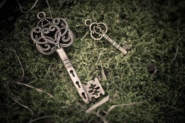 К чему найти ключ: приметы и суеверия - найти связку ключей