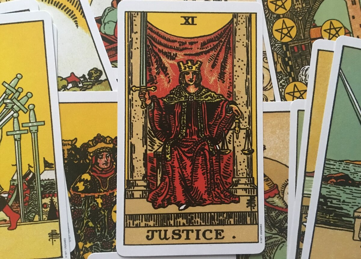 Справедливость (правосудие) таро: значение в отношениях, любви