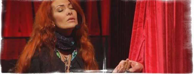 Битва экстрасенсов николь кузнецова что с голосом. николь кузнецова — болезнь и причина ношения шарфа