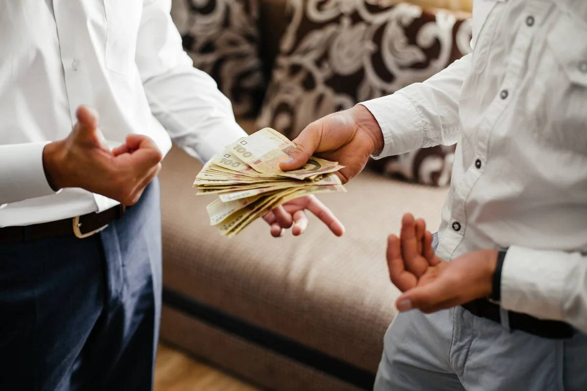 Приметы на деньги: как брать и давать в долг, как хранить