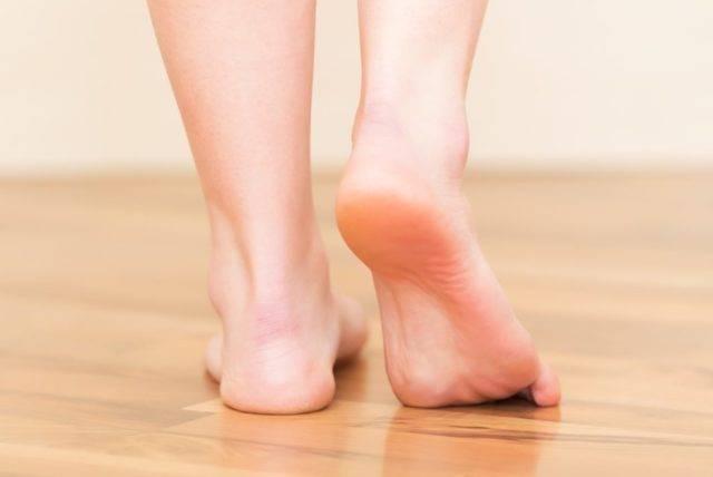К чему чешется правая ступня и левая ступня. трактовка приметы