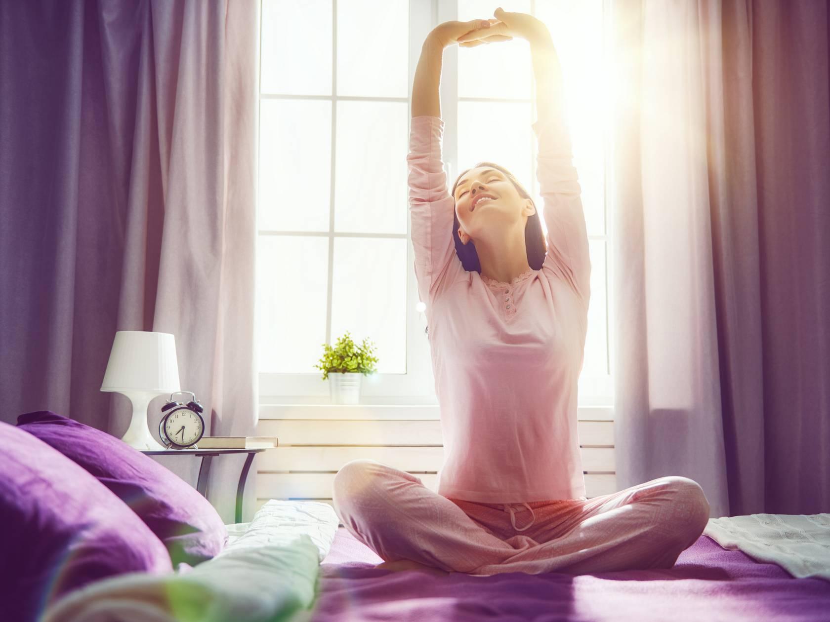 Мир позитива и хорошего настроения: утренняя мантра для бодрости и медитации