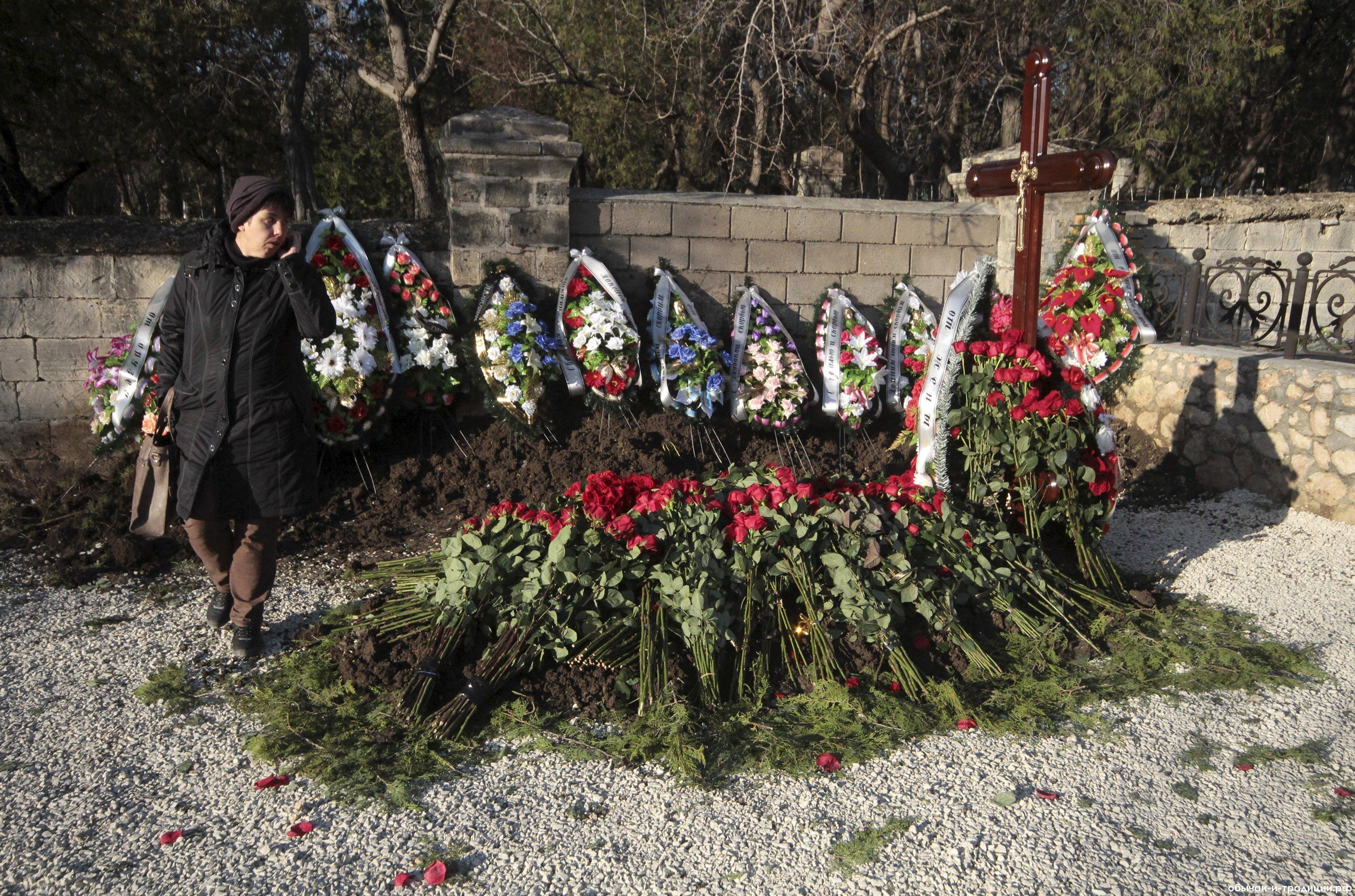Приметы на похоронах и кладбище