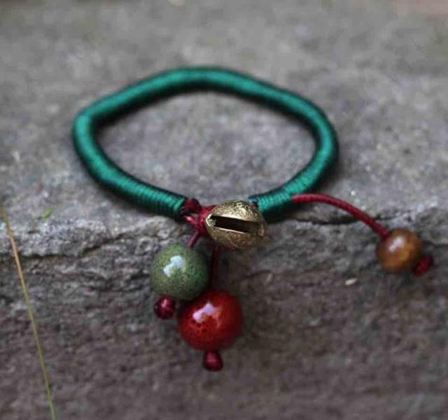 Красная нить на запястье: значение, как завязать, как правильно носить, мнение экспертов