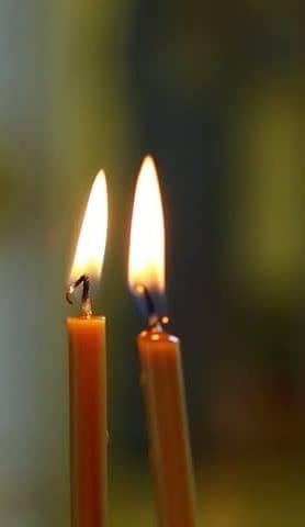 Приворот на две скрученные церковные свечи: как сделать