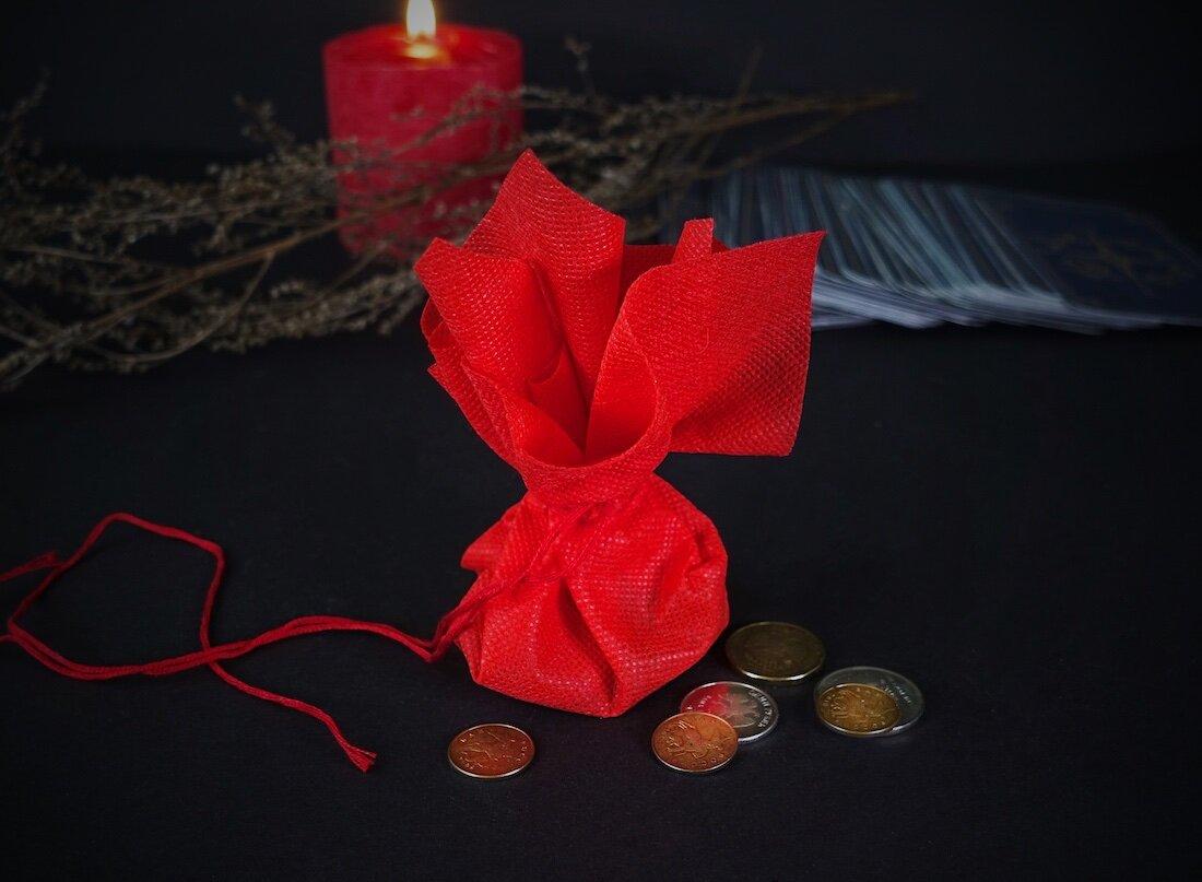 Амулеты для привлечения денег и удачи: как правильно сделать денежный талисман или рунический оберег в домашних условиях своими руками