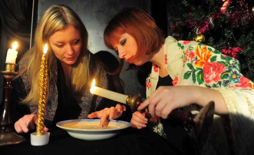Гадания в рождество и святки 2020 на суженого: в домашних условиях, заговоры