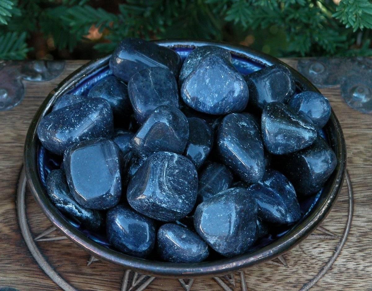 Камни по знакам зодиака и дате рождения: таблица подходящих талисманов, оберегов и драгоценных украшений
