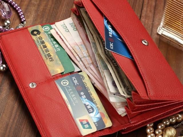Денежные приметы. красный кошелёк и новый кошелек