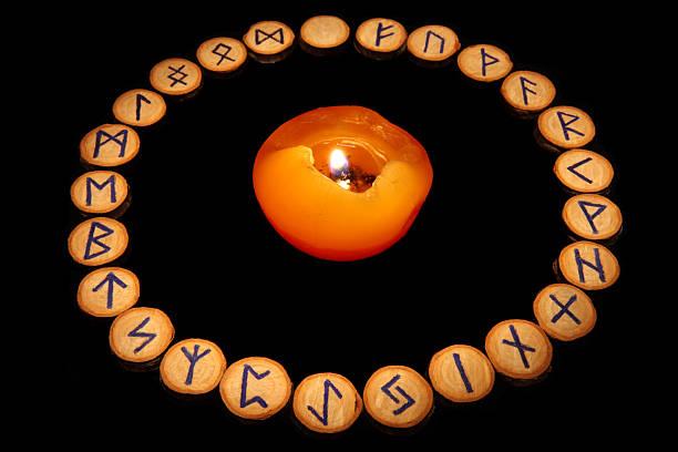 Руническое гадание. из лабиринта отношений выведет волшебное гадание на рунах на любовь. примеры раскладов рун