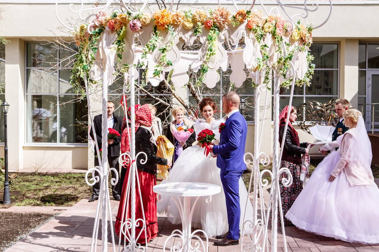 Красная горка 2018: когда отмечается, лучшие дни для свадьбы, обряды и приметы для девушек | новости