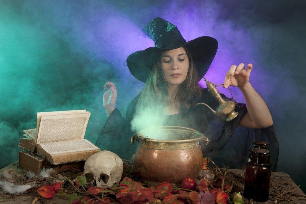 Как стать ведьмой, гадалкой в реальной жизни: обряды, заклинания и заговоры