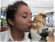 Как вызвать гнома поцелуйчика и что он делает