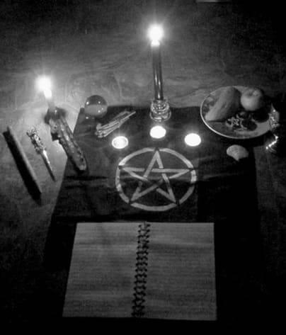 Кладбищенский приворот: особенности, последствия, ритуалы