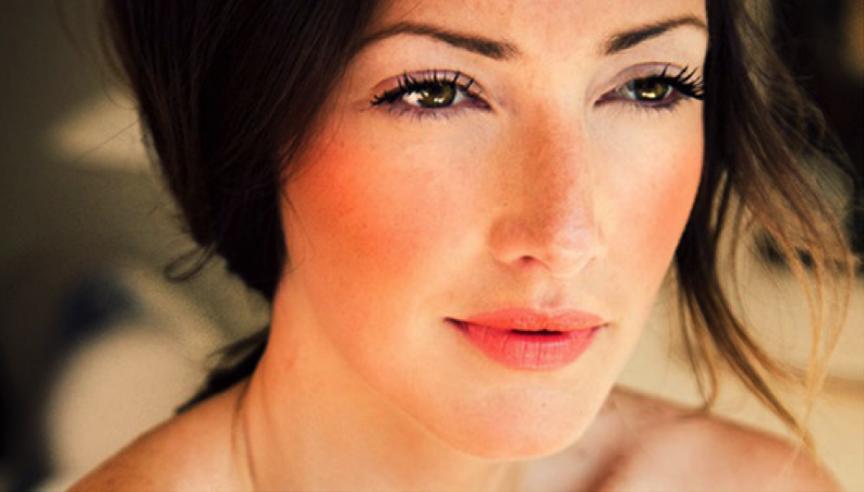 К чему горят щеки - приметы для женщин, мужчин и по дням недели