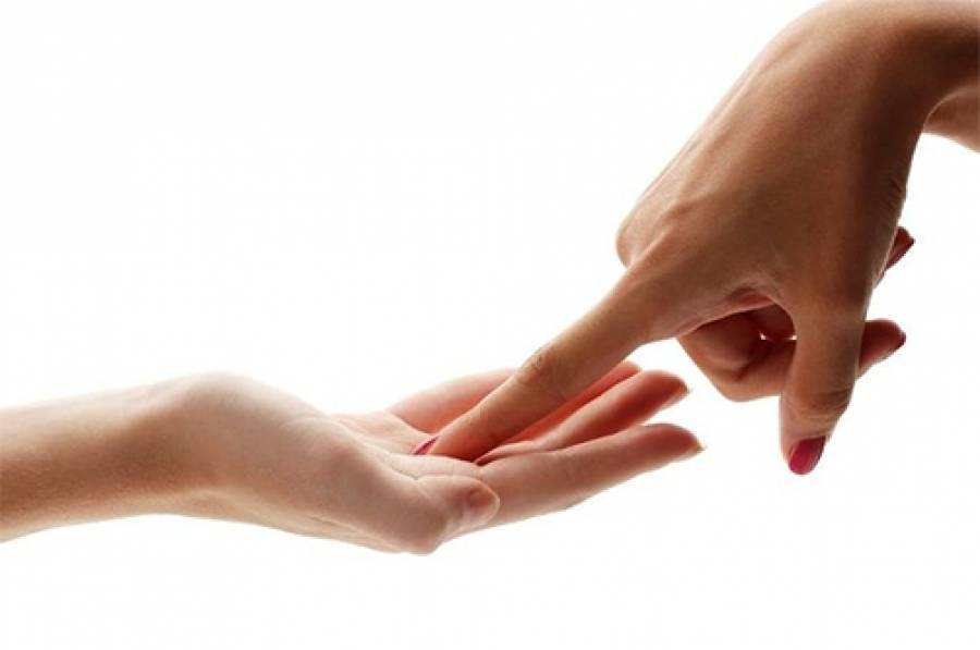 Родинки на пальцах рук значение