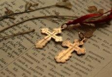 Найти крестик нательный : на улице, дома, золотой, серебряный, приметы