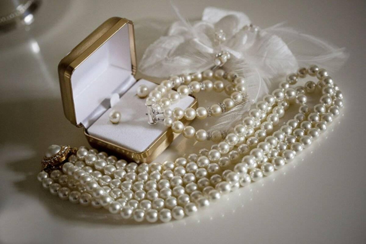 Как носить жемчуг: в паре или нет, кому можно и нельзя надевать жемчужные украшения, знаки зодиака, ношение в повседневной жизни, приметы