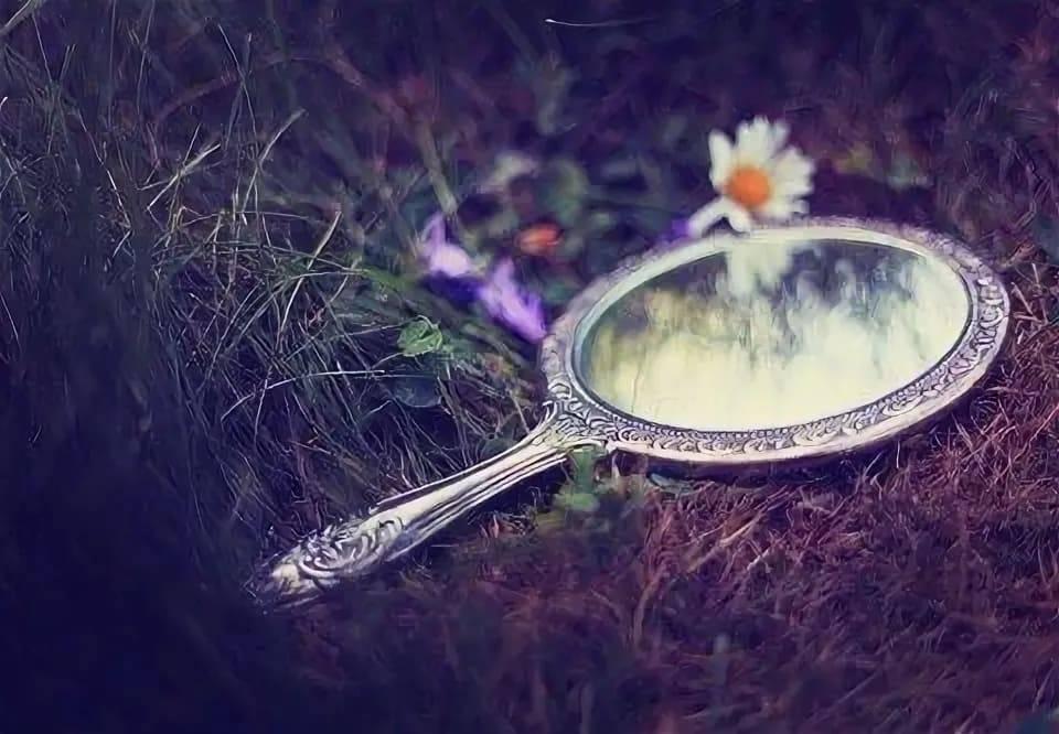 Магические зеркала и их колдовские свойства: суеверия и реальность | крамола