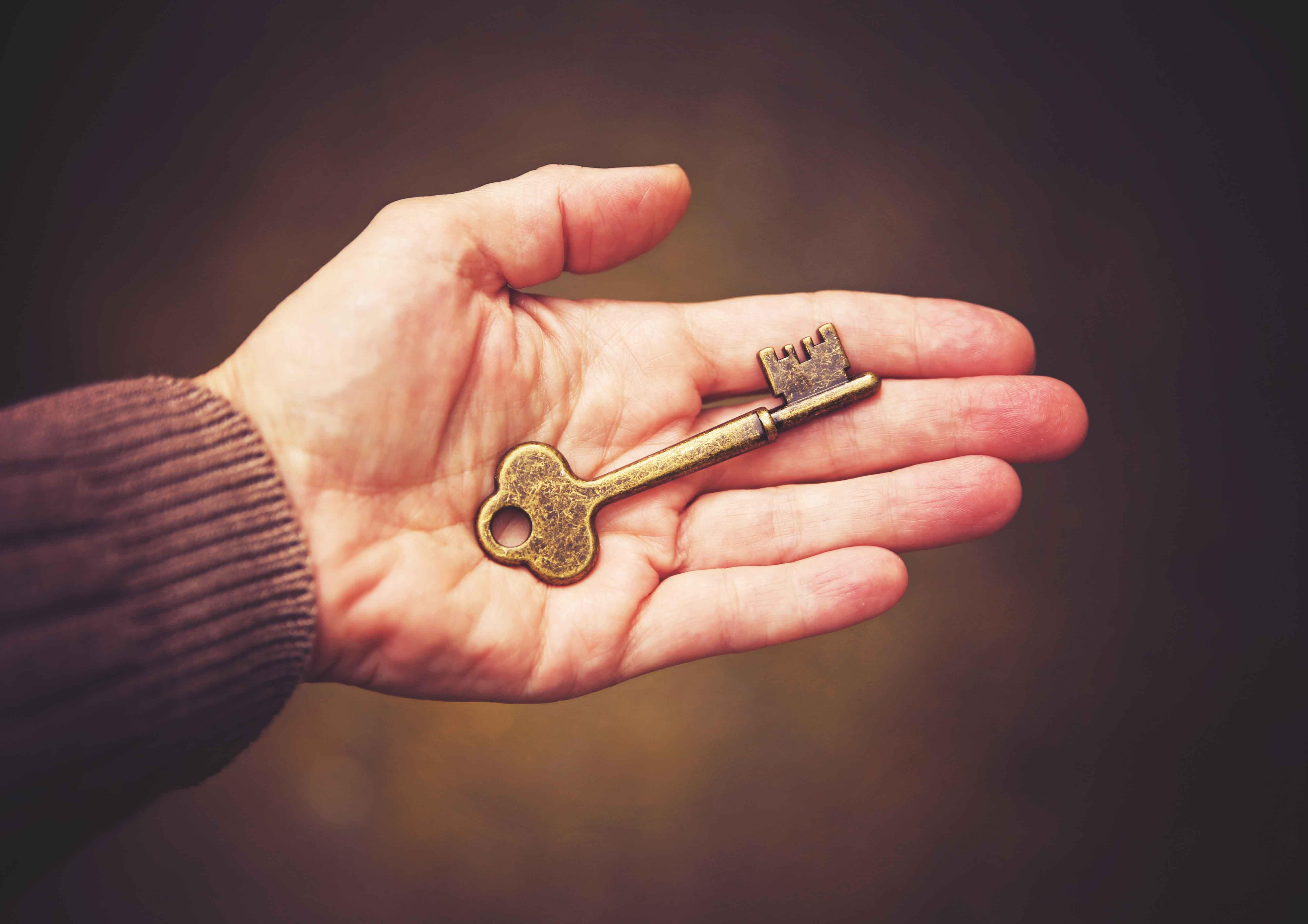 Какие бывают приметы с ключами, что означает найти или потерять ключ, как правильно толковать