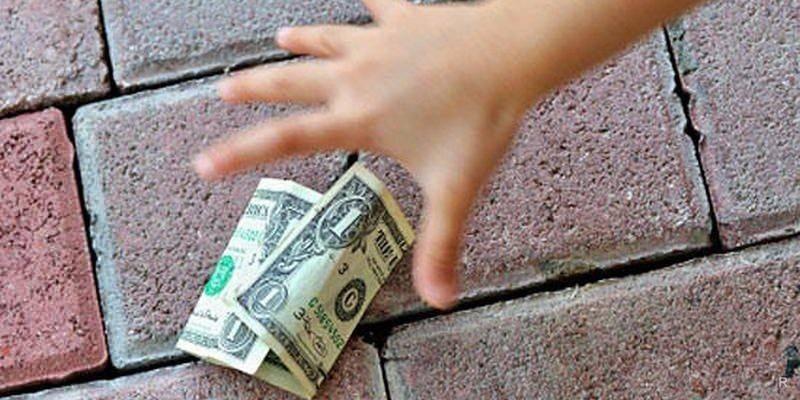 Народные приметы: потерять деньги или кошелёк, найти деньги на улице