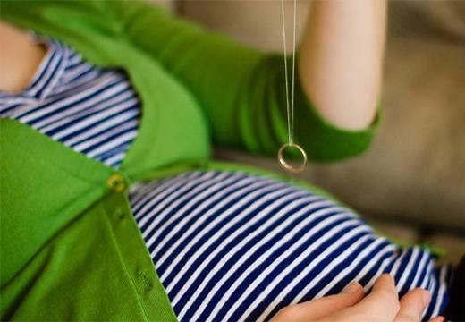 Гадание на кольце: на пол ребенка, по обручальному кольцу