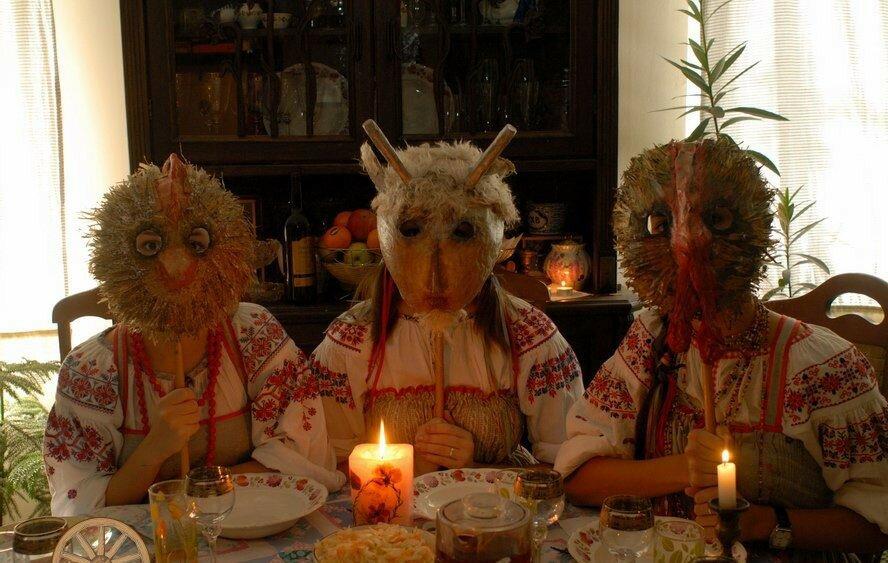 Славянские традиции гадания в январе — весело, познавательно, а порой и страшно. когда начинаются святки