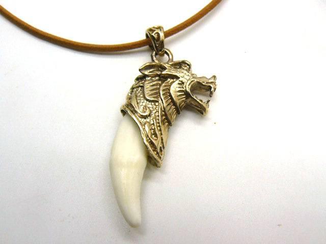 Клык зуб волка - значение оберега для мужчин, женщин и детей