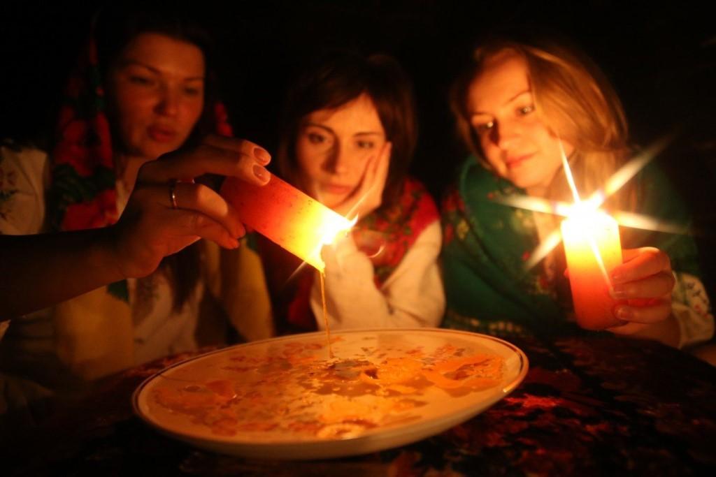 Святочные гадания на суженого и будущее, их правила и традиции. святочные гадания на суженого