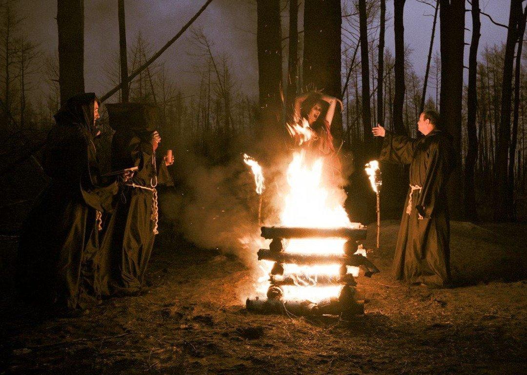 Почему в прошлом старались сжечь ведьму на костре?