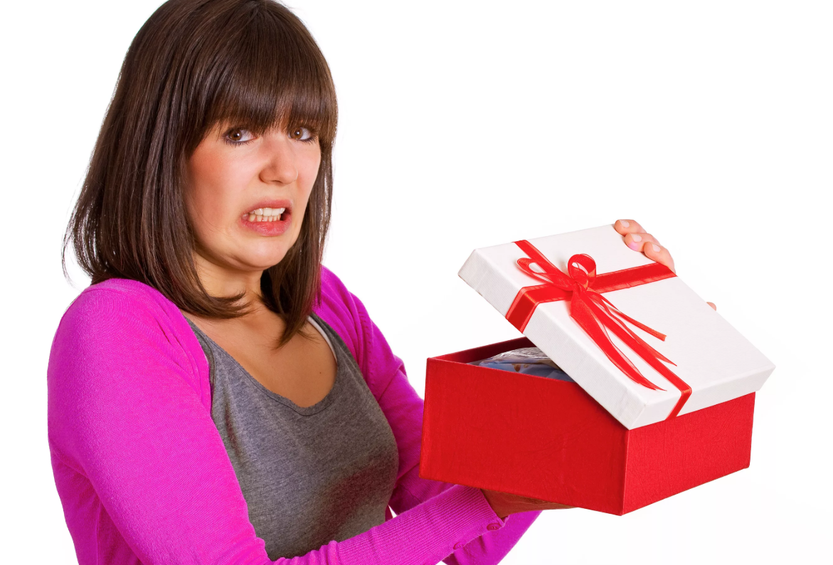 Рейтинг антиподарков на свадьбу: плохие приметы и неуместные подарки молодоженам