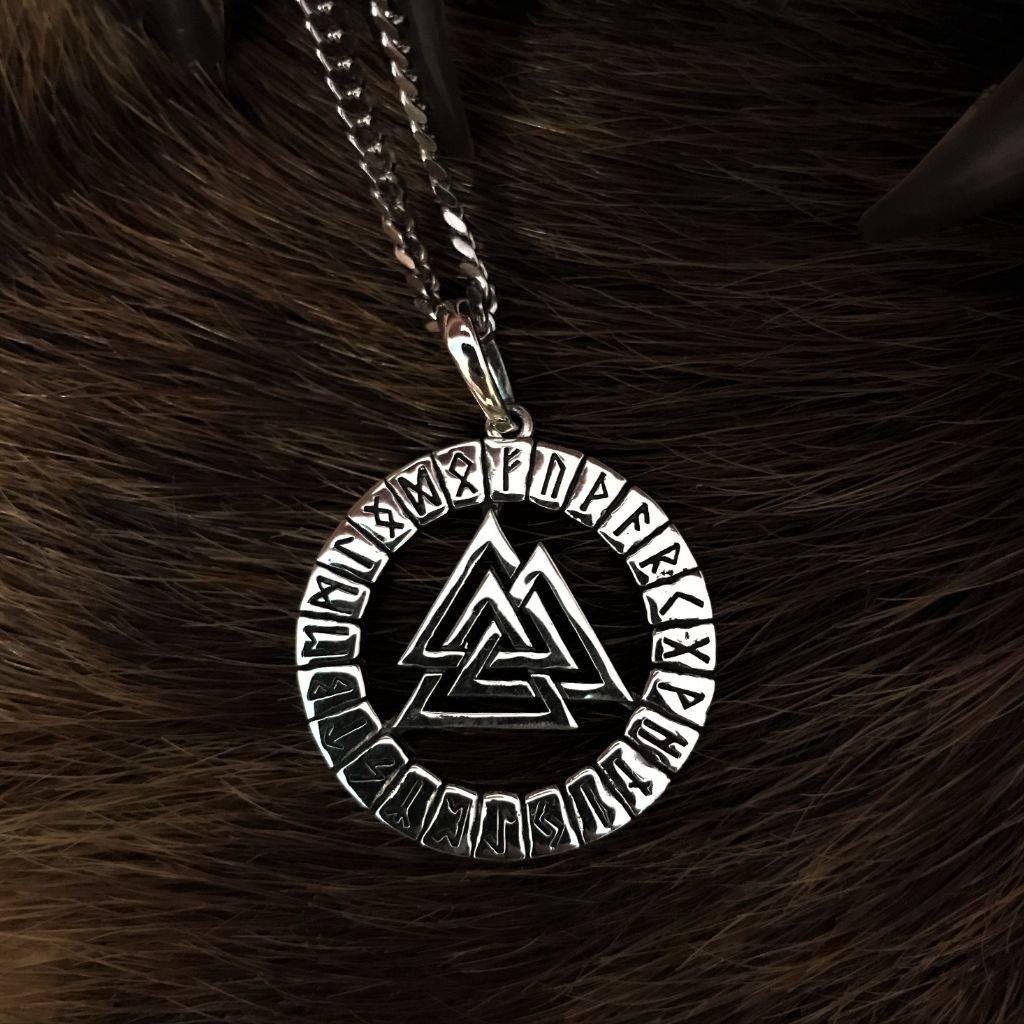 Значение символа валькнут (три треугольника)
