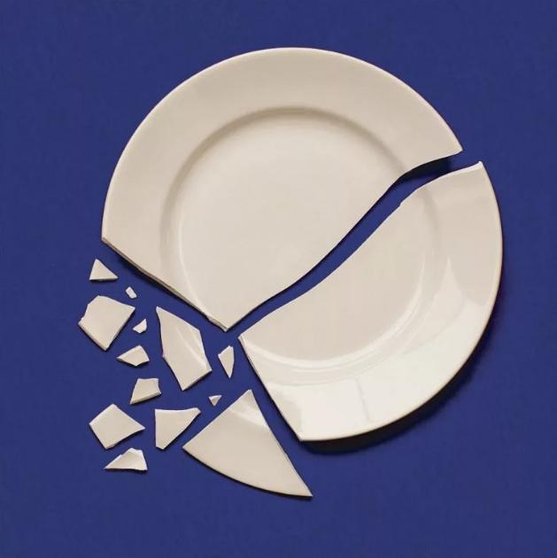 К чему разбилась тарелка (блюдце) — приметы для девушек и мужчин