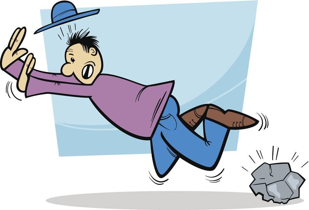 Причины падения человека на ровном месте. примета: споткнуться на левую ногу. что это значит
