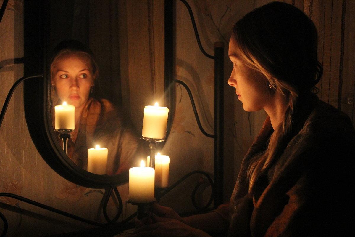 Гадания со свечами и зеркалами